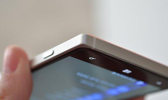 lumia830handson15_1020_verge_super_wide.jpg